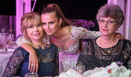 Ксения Дели с мамой и бабушкой