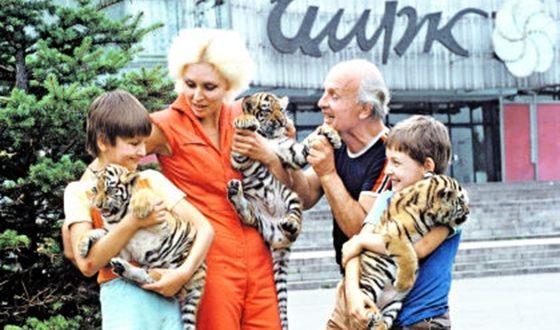 Юный Эдгард Запашный с родителями и братом