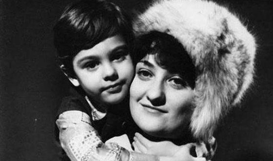Андрей Макаревич в детстве с мамой