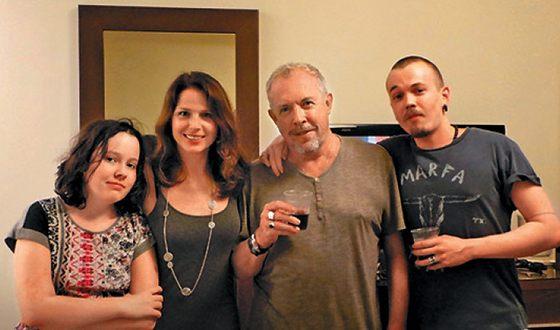 Андрей Макаревич с дочерьми и сыном