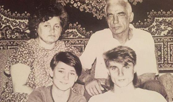 Земфира с родителями и братом