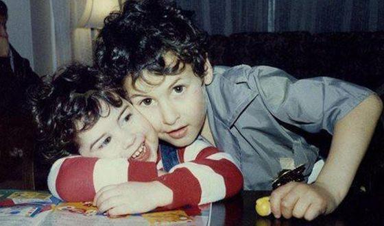 Эми Уайнхаус в детстве с братом