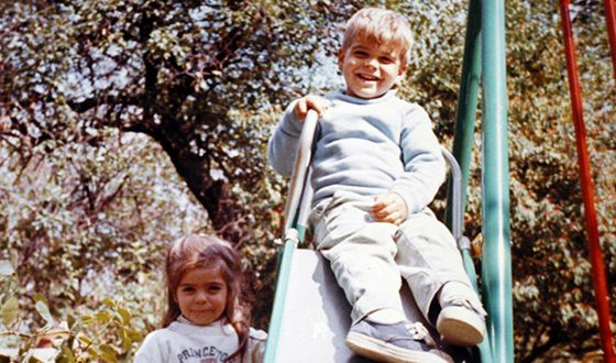 Джордж Клуни в детстве с сестрой