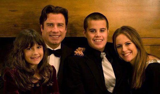 Джон Траволта, его жена и старшие дети