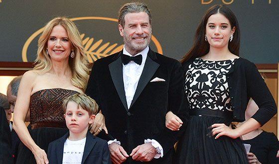 Джон Траволта, его жена, дочь и сын