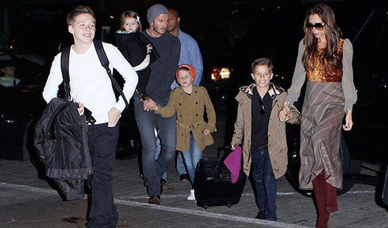 Виктория Бекхэм с мужем и детьми