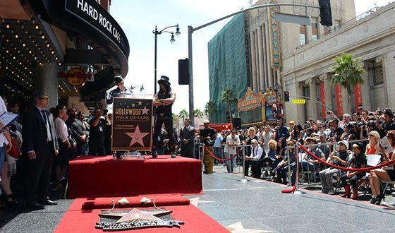 Чарли Шин удостоился звезды на Голливудской «Аллее Славы»