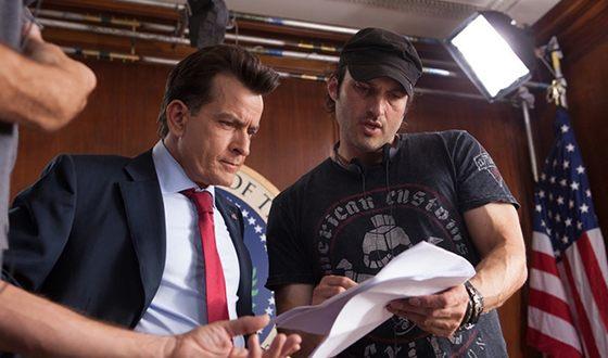 Чарли Шин и Роберт Родригес на съемках фильма «Мачете убивает»