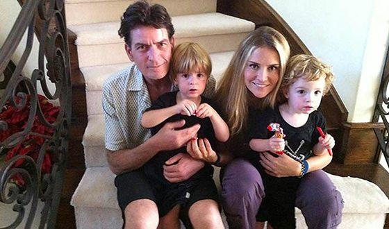 Чарли Шин и Брук Мюллер с детьми