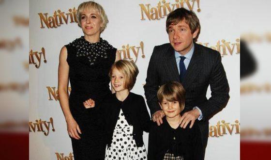 Мартин Фриман с женой и детьми