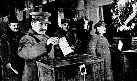 Сталин, Молотов, Ворошилов и Ежов на выборах в Верховный Совет СССР, 1937 год