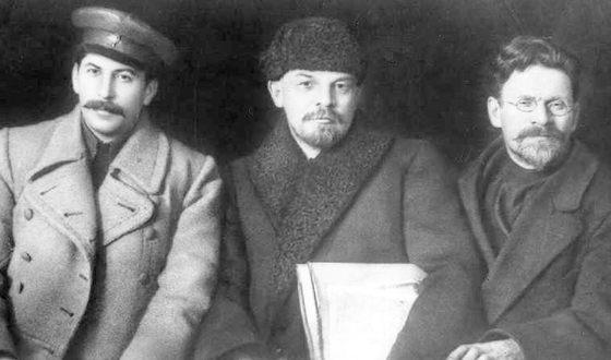 Иосиф Сталин, Владимир Ленин и Михаил Калинин во время VIII съезда партии, март 1919 года
