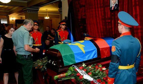 Александра Захарченко похоронили в закрытом гробу