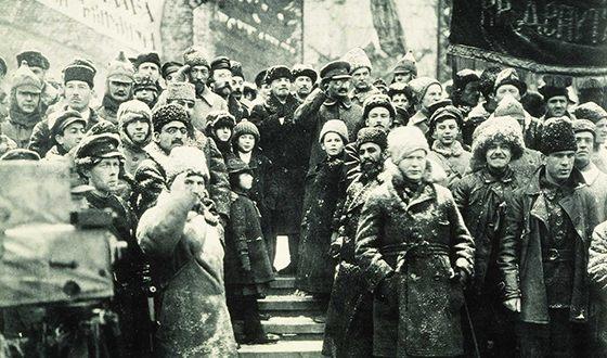 За несколько лет до репрессий. Сталин, Ленин и Троцкий на праздновании второй годовщины Великого Октября на Красной площади