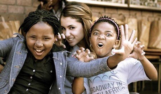 С 2014 года Ариана стала активистом проекта «Broadway in South Africa»