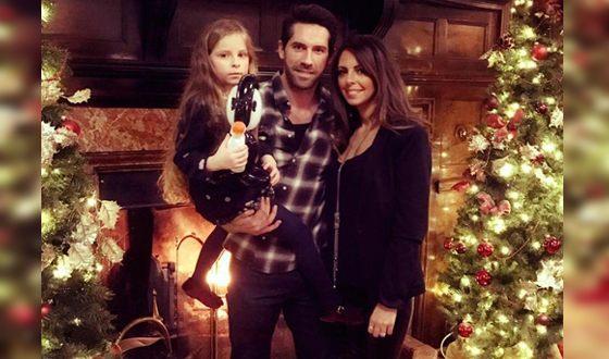 Скотт Эдкинс с женой и дочерью