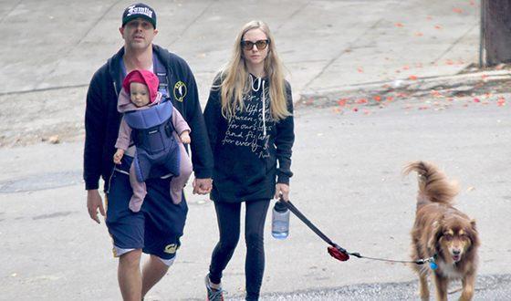 Аманда Сэйфрид с мужем и дочерью