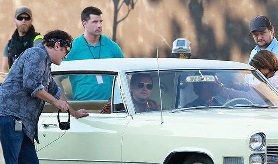 На съемках криминальной драмы «Однажды в Голливуде»