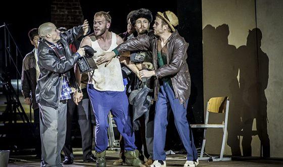 Евгений Харитонов на сцене «Гоголь-центра»