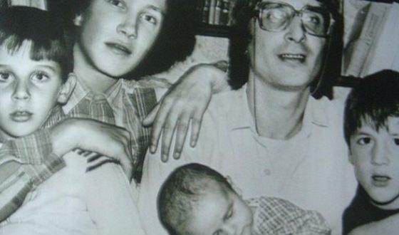 Артур Смольянинов с семьей