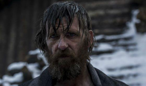 Пол Андерсон в фильме «Выживший»