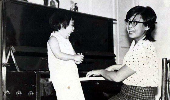 Анита Цой с мамой (1973 г.)