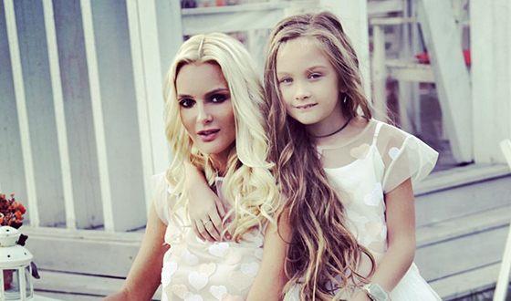 Екатерина Мельник с дочерью
