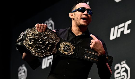 В 2011 году Тони заключил контракт с UFC