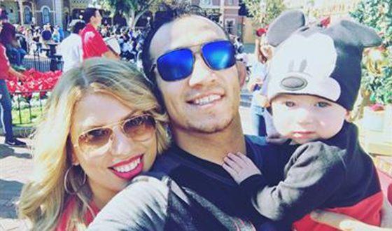 Тони с женой и сыном