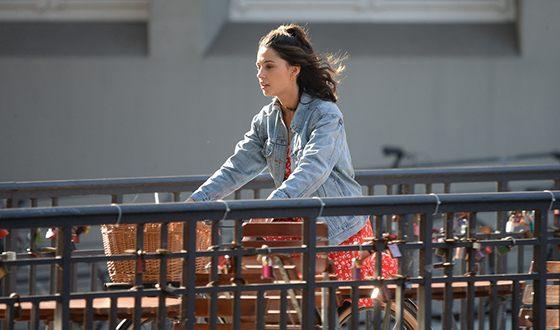 Наоми Скотт на съемках фильма «Ангелы Чарли»