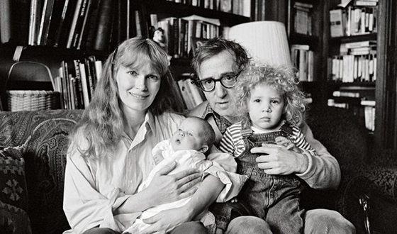Вуди Аллен и Миа Фэрроу с детьми