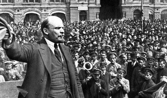 Владимир Ленин на митинге