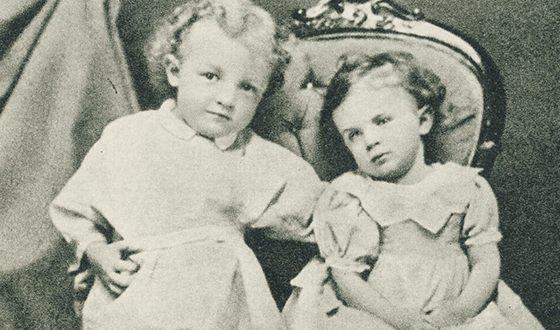Володя Ульянов в детстве с сестрой