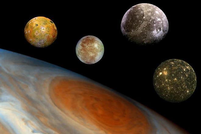 Галилео Галилей открыл четыре спутника Юпитера
