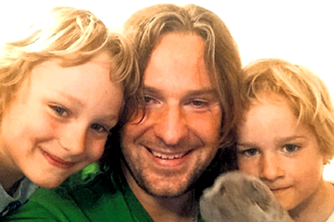 Филипп Васильев с детьми