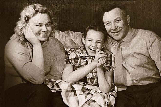 Борис Чирков с женой и дочерью