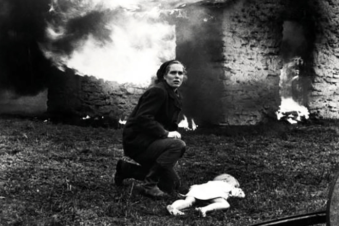 Кадр из фильма Ингмара Бергмана «Стыд»