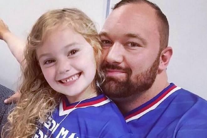 Хафтор Бьернссон и его дочь