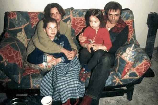 Вера Панфилова в детстве с семьей
