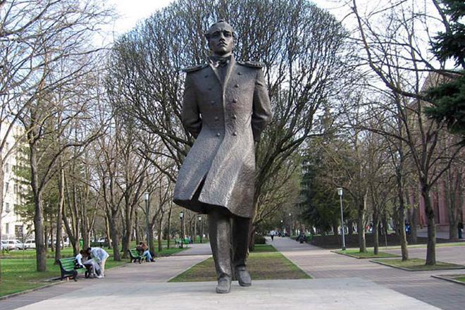 Памятник Михаилу Лермонтову в Ставрополе