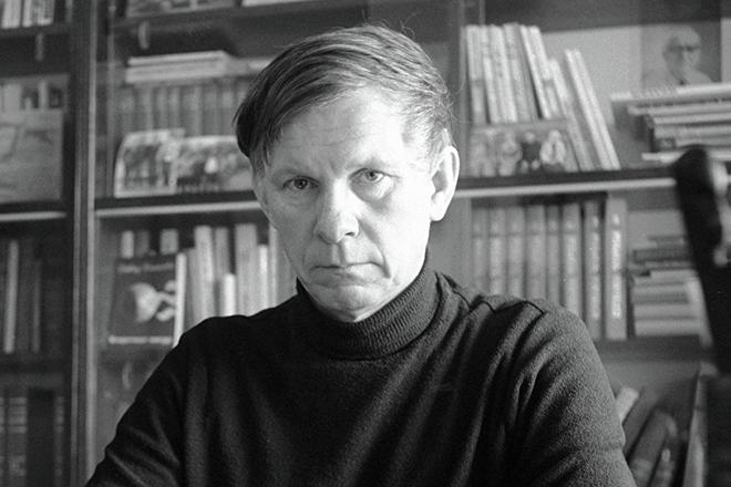 Писатель Василь Быков