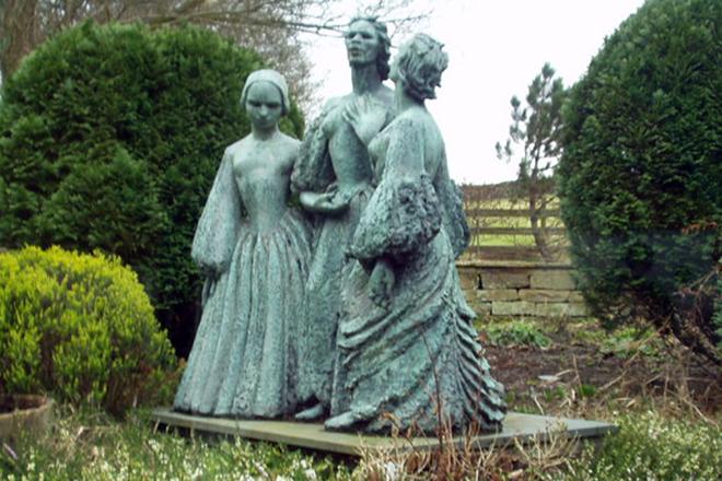 Памятник сестрам Бронте
