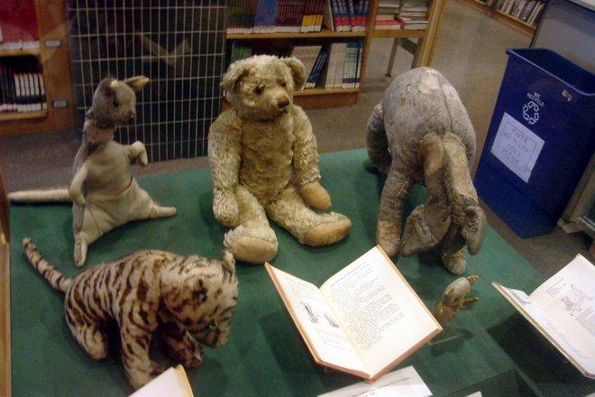 Персонажи сказок о Винни-Пухе в Нью-Йоркской публичной библиотеке