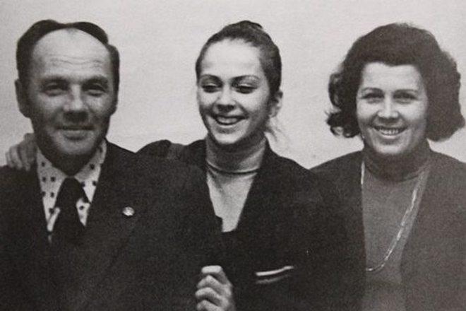 Молодая Ирина Дерюгина с родителями