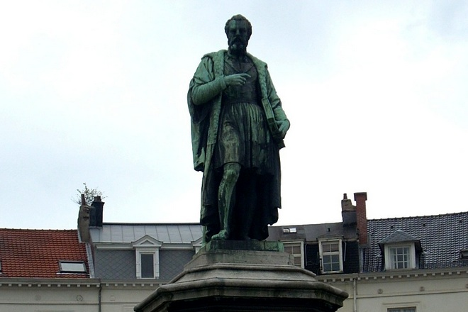 Памятник Андреасу Везалию