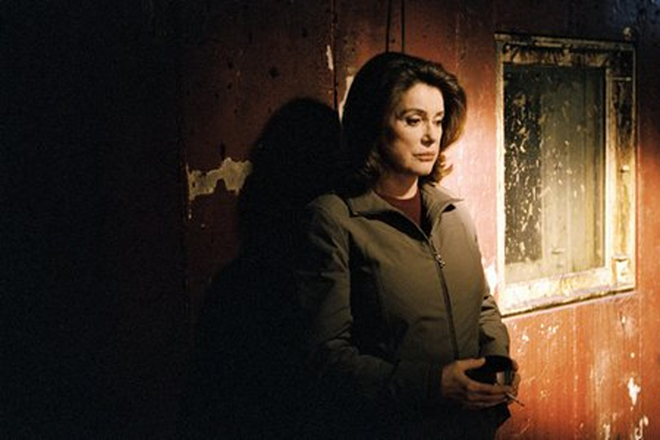 Катрин Денев в экранизации книги Жан-Кристофа Гранже «Братство камня»