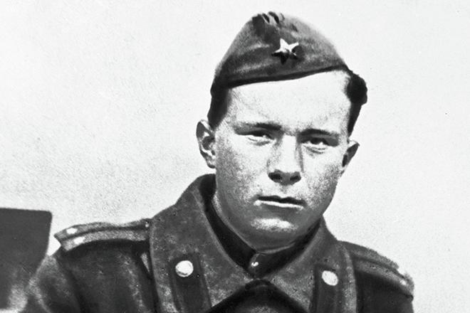 Василь Быков в армии