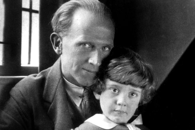 Алан Милн и его сын Кристофер Робин