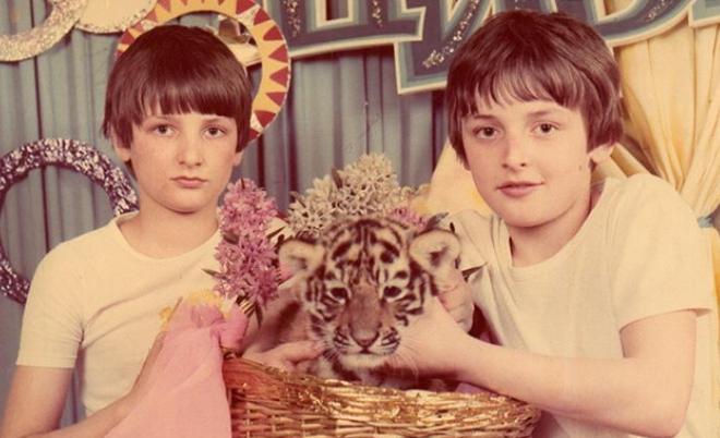 Аскольд Запашный в детстве с братом