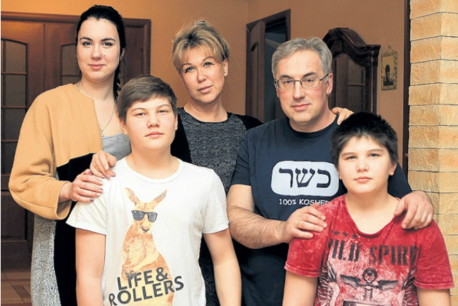 Андрей Норкин с женой и детьми